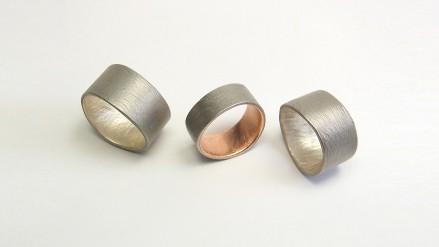 Ringe in Stahl mit Silber- und Rotgold